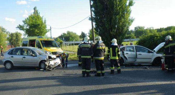 Autóbalesethez és tűzesetekhez riasztották tűzoltóinkat
