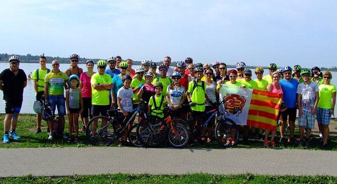 Meghódították a dorogi kerékpárosok a Velencei-tavat