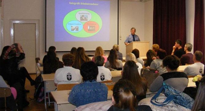 Egyetemisták ismerkedtek a katasztrófavédelem munkájával
