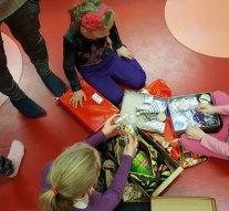 Gyermekeknek gyűjtött ajándékot a Balaya Játszóház