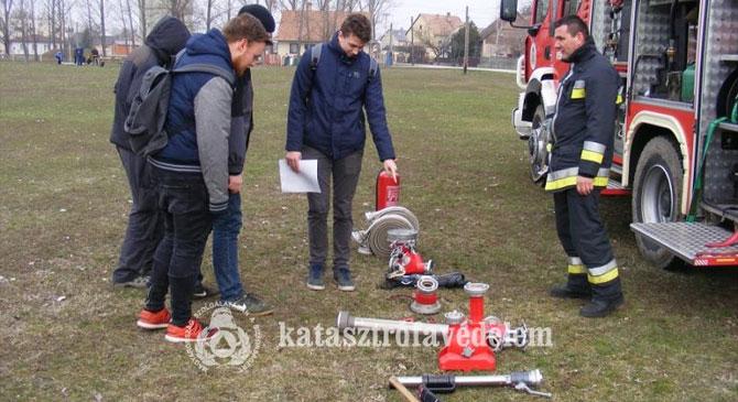 Katasztrófavédelmi vetélkedőt rendeztek Táton