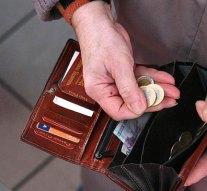 Eltették a padon felejtett pénztárcát