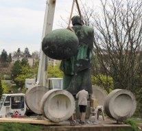 Felújítják az esztergomi Városalapító szobrot