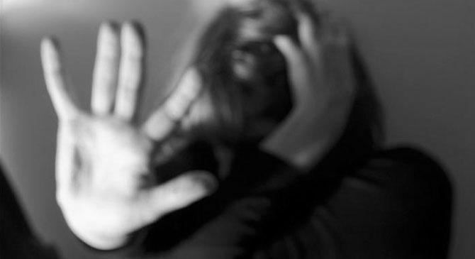Megütötte és megöléssel fenyegette élettársát