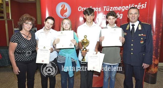 Esztergomi diákok nyertek a tűzmegelőzési pályázaton