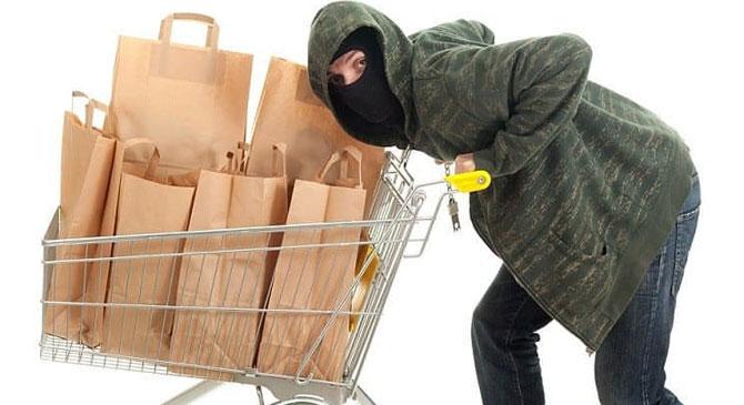 Táblagépet, két mobiltelefont és élelmiszert is loptak egy áruházból