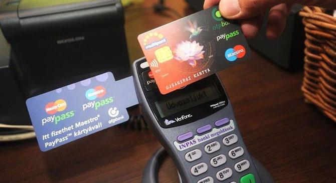 Talált bankkártyával vásárolt be több alkalomal is egy esztergomi nő