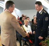 Elismerő emléklapot kapott a dorogi rendőrkapitány