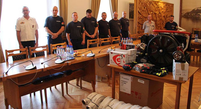 Kétmillió forintos eszköztámogatást kaptak az esztergomi tűzoltók