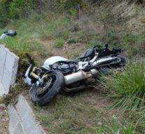 Támfalnak ütközött egy motoros Bajna térségében