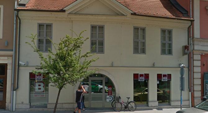 Az MKB 15 bankfiókját zárja be, köztük az esztergomit is
