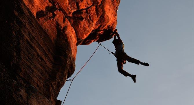 A strázsa-hegyi sziklafalról mentettek le egy túrázót