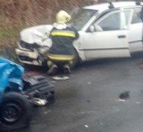 Piliscsaba és Tinnye között frontálisan ütközött két személygépkocsi