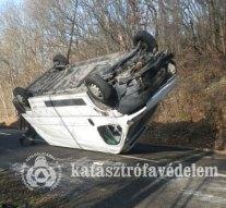 Képek az 1111-es úton történt balesetről