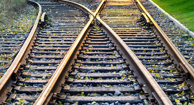 Betonaljakat is cserélnek a 4-es vasútvonalon