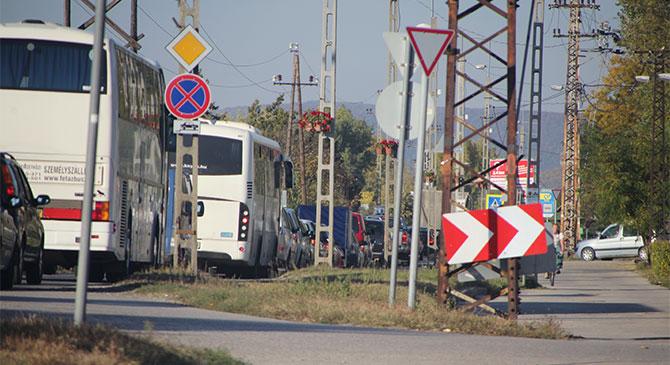 Négy autó ütközött össze Esztergom-Kertvárosban