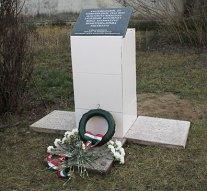 Felavatták a roma holokauszt esztergomi áldozatainak emlékművét