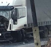 Személyautó és teherautó ütközött Esztergomban