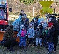 Óvodaudvari játékokat és kisgépet adtak át Kesztölcön