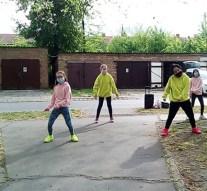 Karanténtáncot mutattak be a dorogi Crazy Dance tagjai