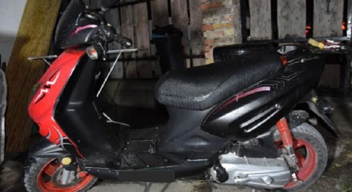Motorkerékpárt lopott