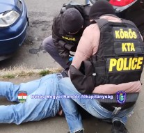 Esztergomtól Győrig több lakásba tört be két férfi, elfogták őket