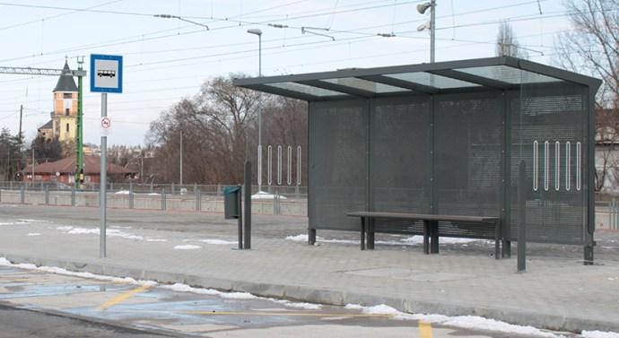 Új buszmegállókat telepítenek Dorogon