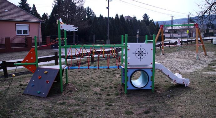 Használatba vehetik a gyerekek a megújult piliscsévi játszóteret