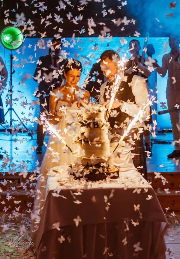 Tort weselny, atrakcje na weselu, Ślub cywilny w plenerze, Ślub polsko brytyjski, ślub polsko szkocki, wesele w Krakowie, ślub w Krakowie, ślub w plenerze, miejsce na ślub i wesele Kraków, Organizacja ślubu Kraków, Ślub międzynarodowy,