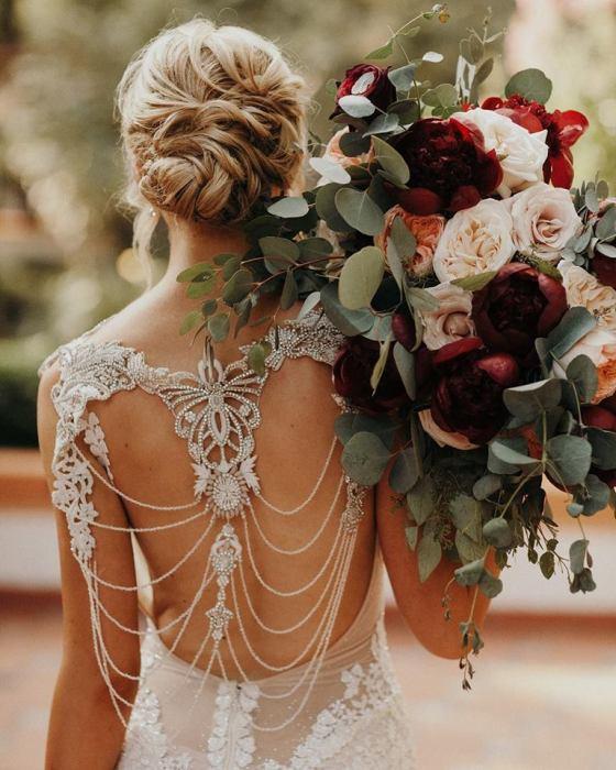 Suknie ślubne 2019 śluby 2019 trendy ślubne 2019 panna młoda szczególy ślubne suknia ślubna modne suknie ślubne projektanci suknie ślubnych inspiracje ślubne blog ślubny moda ślubna planowanie wesele organizacja ślubu Winsa Wedding Planners