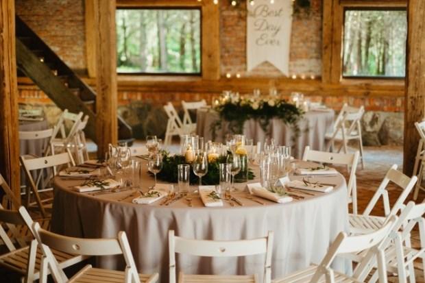 Sosnowa osada wesele, rystykalne wesele w Polsce, miejsce na wesele w stylu rustykalnym, dekoracje rustykalne