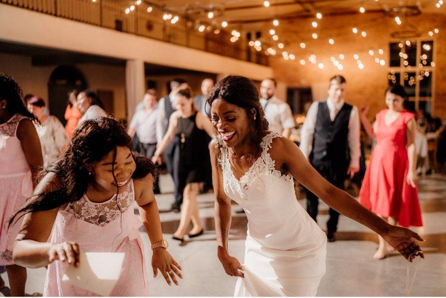 Zabawa weselna, Wesele Villa Love, Przyjęcie weselne w Villa Love, Wesele polsko angielskie, wesele w Krakowie, taniec na weselu, panna młoda tańczy