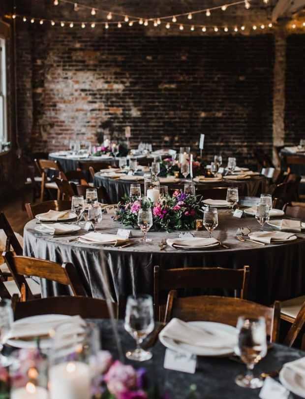 Piękna Stylizacja stołu na wesele, dekoracja stołów, sala weselna wystrój, orginalna dekoracja wesela, orginalny wystrój na wesele, romantyczne wesele na zamku, wedding planner Krakow, konsultant ślubny Kraków, Winsa Wedding Planners, Inspiracje ślubne, Blog ślubny dekoracje na wesele, najpiękniejsze dekoracje ślubne, wesele dekoracje, miejsce na wesele, dekoracje miejsca na wesele