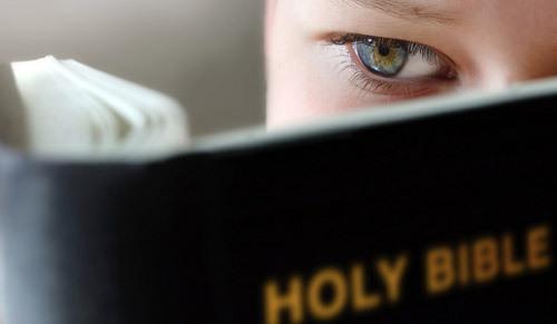 boy_reading_bible