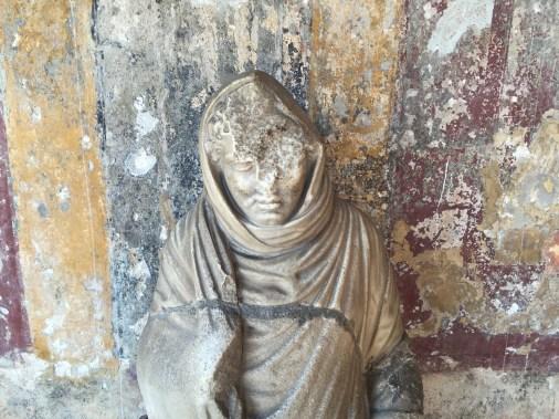 Estatua en las termas de Pompeya