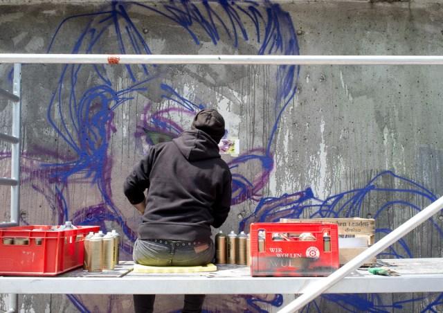 2013-05-25 X100 Graffiti Bad Vilbel Herakut Bahndamm 024