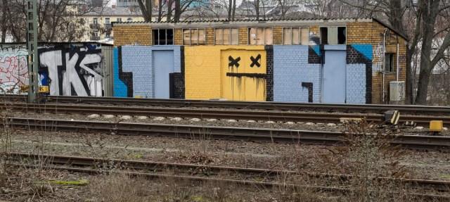 2014-01-29 EM1 Graffiti Frankfurt Ostbahnhof 011