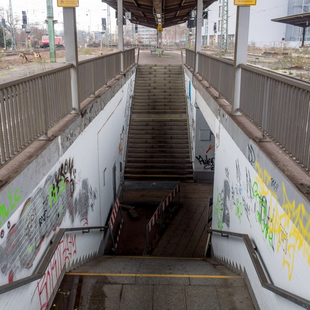 2014-01-29 EM1 Graffiti Frankfurt Ostbahnhof 012