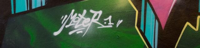2015-09-29 EM1 Graffiti Frankfurt Friedensbrücke 0004