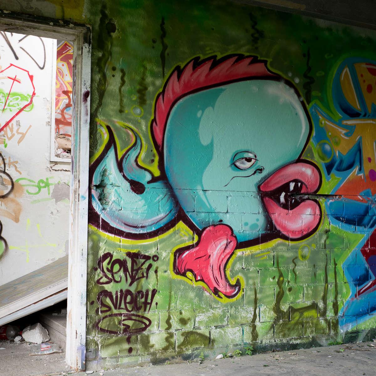 Ruheorte - Sessel, Graffiti und anderer Müll