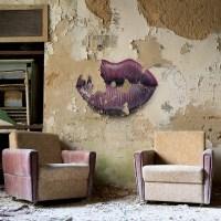 Kussmund mit Sesseln