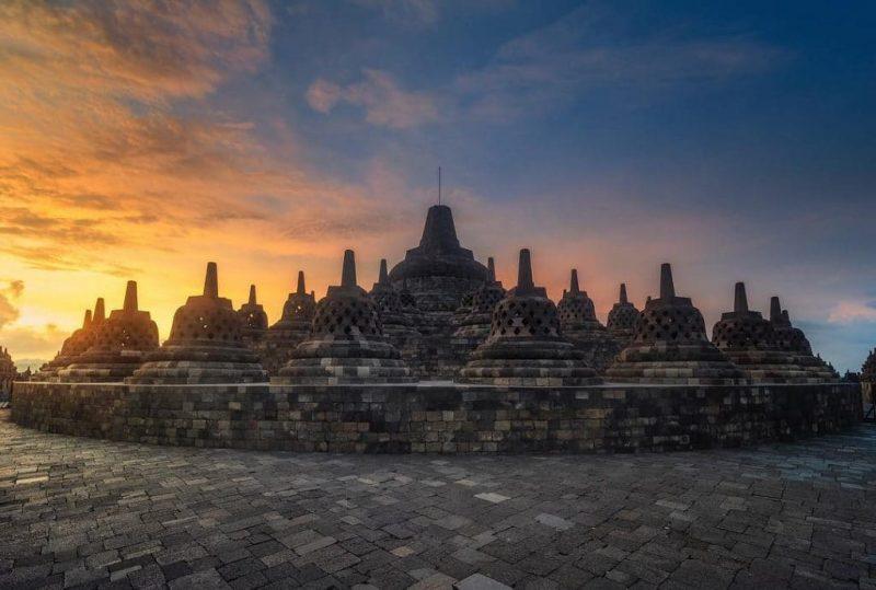 10 Candi Indonesia Yang Dipercaya Paling Mistis