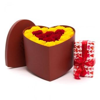 Aranjament trandafiri conservati si ciocolata de lux, doar 885,99 RON
