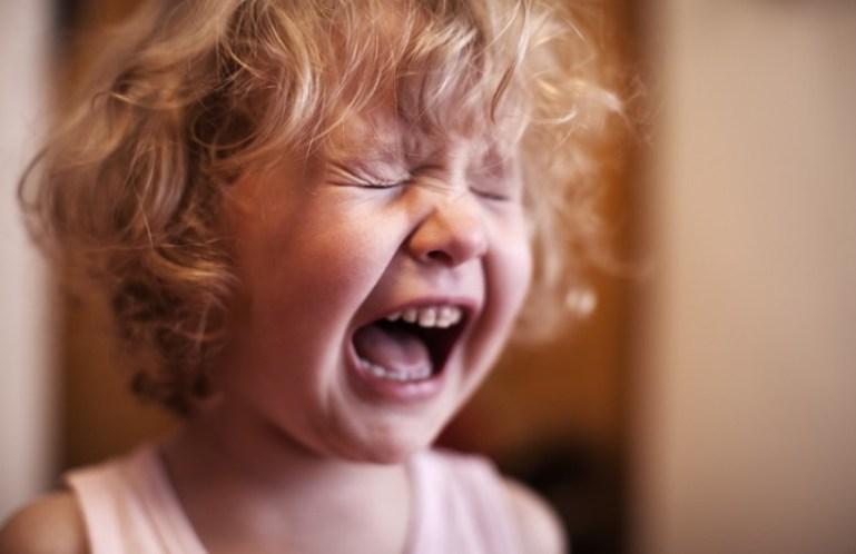 Как успокоить ребёнка и отвлечь его внимание?