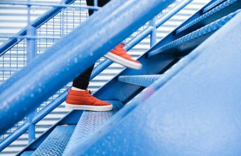 Как подниматься вверх по карьерной лестнице?