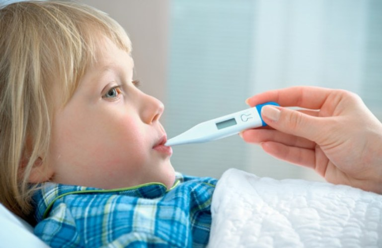 Как сбить высокую температуру у детей