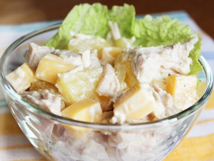 Салат с курицей и ананасом (рецепт)
