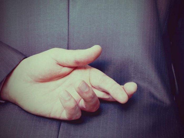 Почему даже самая невинная ложь подрывает ваши отношения
