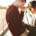 7 способов понравиться девушке, не сказав ей ни слова