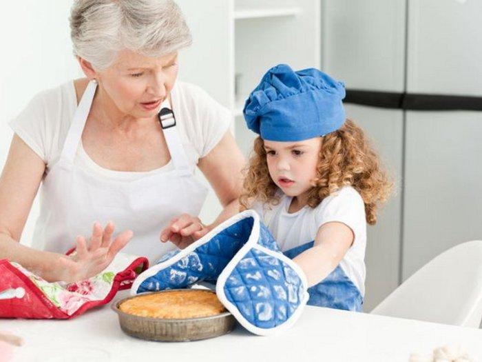 Почему родители никогда не должны заставлять ребенка обниматься с родственникам